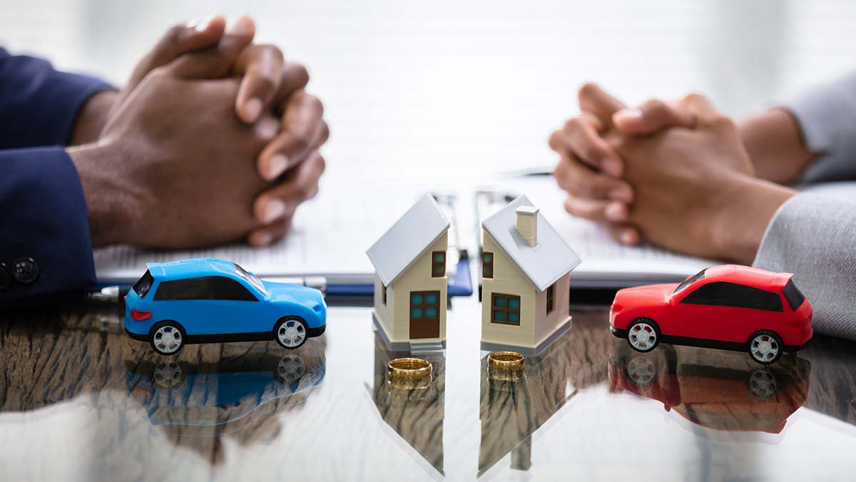 Divorce affects car insurance - people sorting out the matters of separation